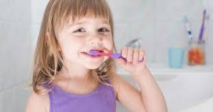 Beberapa tips untuk  membuat  anak  agar lebih  rajin  dalam  menyikat  gigi